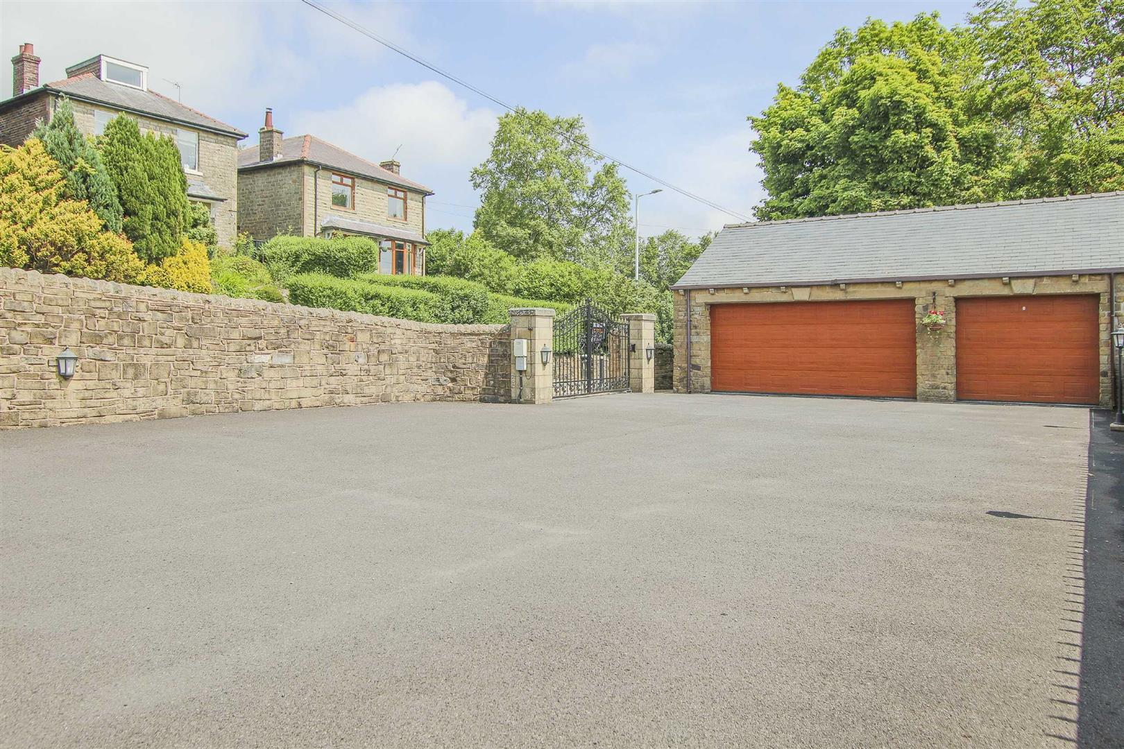 4 Bedroom Barn Conversion For Sale - p033135_49.jpg